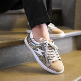 Astride, une paire de baskets ultra lookée ⚡️  D'ici quelques jours nous allons recevoir la nouvelle collection des baskets à retrouver dans nos magasins et sur notre site 🖤  . . . .  . . . . .  #shoes #shoesaddict #shoeslover #falbala #sun #tan #pink #moodoftheday #moodygrams #lifestyle #fashion #fashionstyle #fashionaddict #lover #fashion #fashionstyle #mode #sneakers