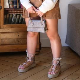 Prenez un peu de hauteur avec les subliment Fabiolo 🖤  En solde à 17,94€  . . .  . . . . .  #shoes #shoesaddict #shoeslover #falbala #sun #tan #pink #moodoftheday #moodygrams #lifestyle #fashion #fashionstyle #fashionaddict #lover #fashion #fashionstyle #mode