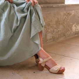 Chez Falbala, nos chaussures compléteront à merveille vos tenues pour l'été ☀️  . . . . .  . . . . .  #shoes #shoesaddict #shoeslover #falbala #sun #tan #pink #moodoftheday #moodygrams #lifestyle #fashion #fashionstyle #fashionaddict #lover #fashion #fashionstyle #mode