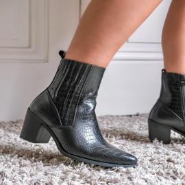 Autumn is coming 🍁  Pour cette automne, retrouvez un large choix de bottines mode et tendance sur notre site internet 💻  ➡️ https://www.falbala-chaussures.fr/ . . . . . . . . . . . . #falbala #shoes  #autumn #nouvellecollection  #bottines #tendance #chaussures #new #newcollection #femme #musthave #shoeslover #ootd