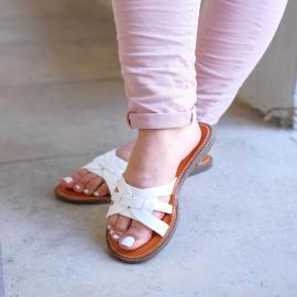 Faites-vous plaisir à petit prix ! Retrouvez les mules Perline à -50% sur notre site et en boutique 🤍  12,45€  . . . . .  . . . . .  #shoes #shoesaddict #shoeslover #falbala #sun #tan #pink #moodoftheday #moodygrams #lifestyle #fashion #fashionstyle #fashionaddict #lover #fashion #fashionstyle #mode