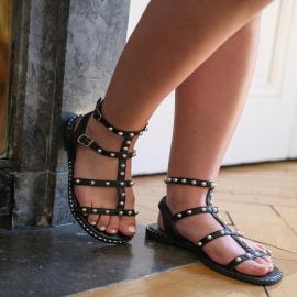 Apportez une légère touche rock à vos tenues pour la rentrée avec la sandale plate DENIA.   Agrémentée de fines lanières cloutées, unie ou python, elle est indéniablement l'indispensable de votre shoesing 🖤  . . . . .  . . . . .  #shoes #shoesaddict #shoeslover #falbala #sun #tan #pink #moodoftheday #moodygrams #lifestyle #fashion #fashionstyle #fashionaddict #lover #fashion #fashionstyle #mode #chaussures #rentreescolaire #rentrée #school #boss