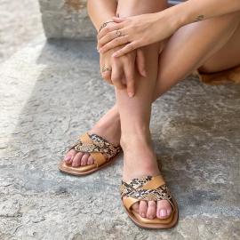 Cet été, vous les avez adorées 🤍  En noir ou en camel, nos mules Felicia avec leur semelle légèrement rembourrée, c'est le confort assuré!   . . . . .  . . . . .  #shoes #shoesaddict #shoeslover #falbala #sun #tan #pink #moodoftheday #moodygrams #lifestyle #fashion #fashionstyle #fashionaddict #lover #fashion #fashionstyle #mode