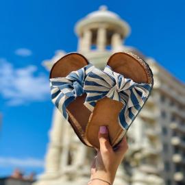 Adorable et fraiche avec son imprimé marin et son joli noeud, la mule Frany vous transportera en vacances dès les premiers pas 🌊 19,90€ . . . . .  . . . . .  #shoes #shoesaddict #shoeslover #falbala #sun #tan #pink #moodoftheday #moodygrams #lifestyle #fashion #fashionstyle #fashionaddict #lover #fashion #fashionstyle #mode