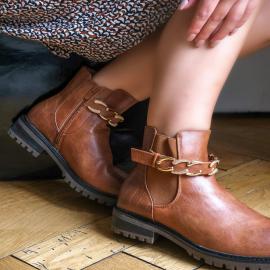 Camel vibes 🧡  La couleur incontournable de cette automne ✨ Les bottines Claudie sont parfaites pour s'accorder avec toutes tenues 🍁.  👟 49,90 €  . . . . . . . .  #automne #shoes #shoesaddict #camel #look #lyon #boots #mode #love
