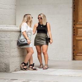 Nos deux jolies  ambassadrices, @caarlattachante et @floriiane_brn 🖤  Tentez de remporter une paire de chaussure Falabla sur leur compte IG !  . .  . . . . .  #shoes #shoesaddict #shoeslover #falbala #sun #tan #pink #moodoftheday #moodygrams #lifestyle #fashion #fashionstyle #fashionaddict #lover #fashion #fashionstyle #mode #basket #lookdujour #look #influencer #ambassadrice