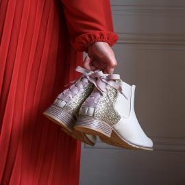 Quoi de mieux qu'une touche de couleur pour vos outfits d'automne 🍁💗 . . . . . . . . . #falbala #shoesaddict #automne #chaussures #bottines #nouvellecollection  #lifestyle #fashionstyle #lookdujour