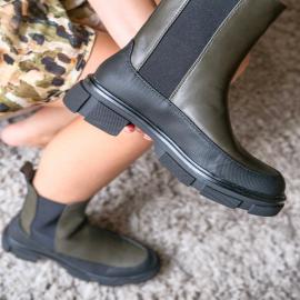 Le must have de cette automne 🍁  Soyez à la pointe de la mode avec cette paire de bottines montantes kaki.  . . . . . . . . . . . . .  #falbala #backtoschool #autumn #nouvellecollection  #basket #tendance #chaussures #new #newcollection #sneakers #femme #bottines #musthave