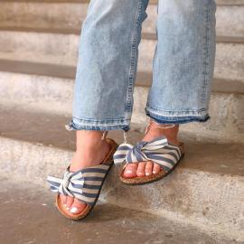 Adorable et fraiche avec son imprimé marin et son joli noeud, la mule Frany vous transportera en vacances dès les premiers pas 🌊  En solde à 11,94€  . . . .  . . . . .  #shoes #shoesaddict #shoeslover #falbala #sun #tan #pink #moodoftheday #moodygrams #lifestyle #fashion #fashionstyle #fashionaddict #lover #fashion #fashionstyle #mode