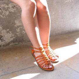 On termine la semaine par une jolie touche d'orange 🧡 Les sandales Paulina sont aussi disponibles en jaunes, blancs et camels !  29,90€  . . .  . . . . .  #shoes #shoesaddict #shoeslover #falbala #sun #tan #pink #moodoftheday #moodygrams #lifestyle #fashion #fashionstyle #fashionaddict #lover #fashion #fashionstyle #mode #basket #lookdujour #look